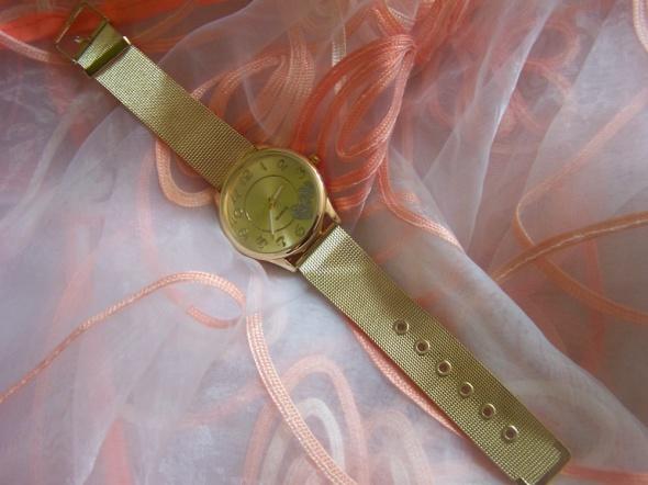 Zegarek z serduszkami