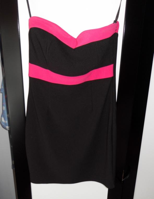 Nowa mała czarna sukienka Amisu dodatek różu sexy