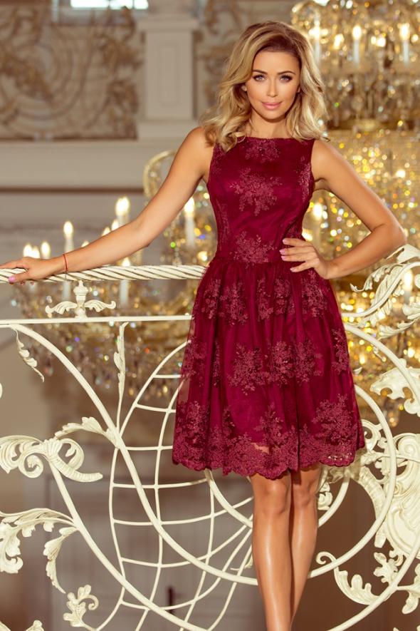 Bordowa sukienka rozkloszowana haftowana