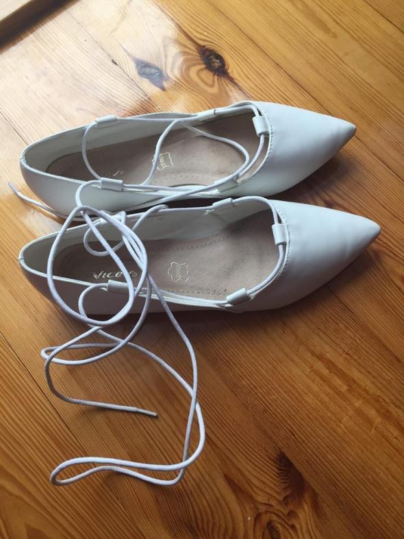buty ślubne białe wiązane baletki baleriny 38