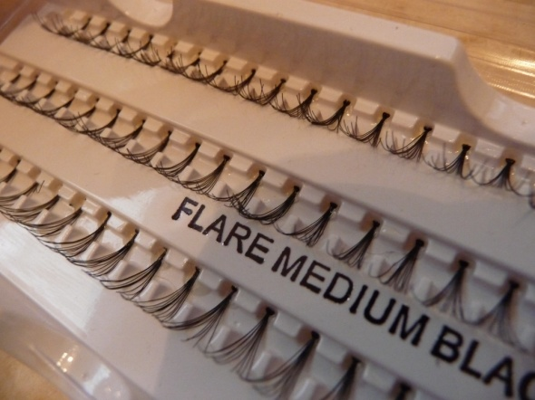Kępki sztucznych rzęs do doklejania Flare Medium Black średnia długość