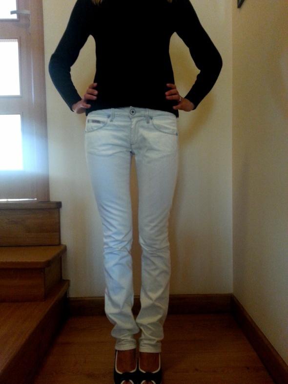 jeansy marki CALVIN KLEIN...