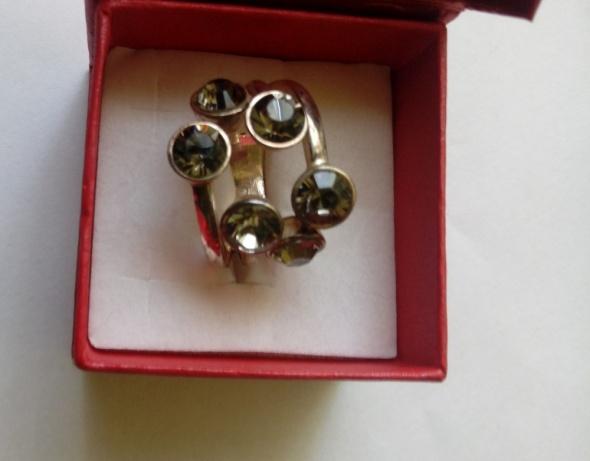 srebrny pirścione z cyrkoniami