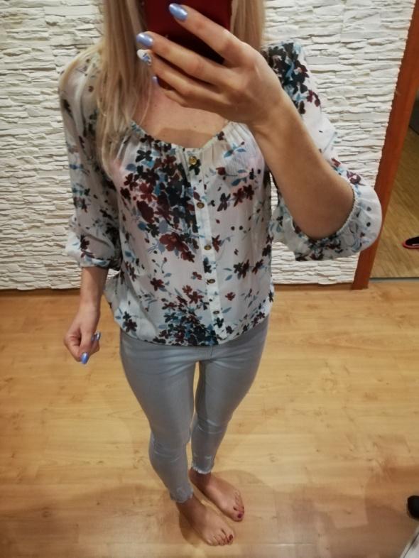 Bluzeczka w kwiatki Vila