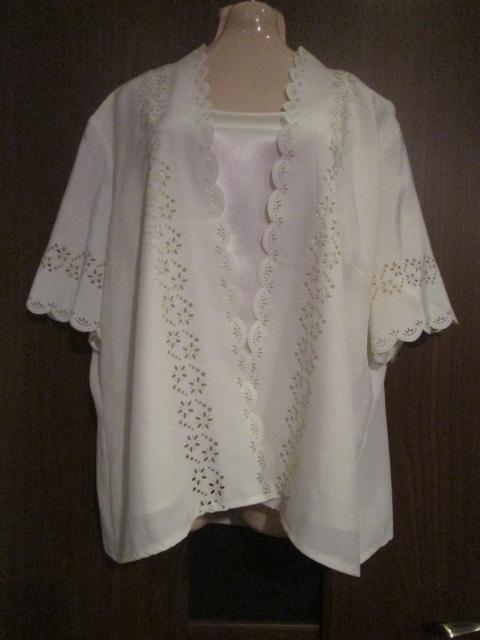 Perłowa bluzka z wycinanym wzorem rozmiar 50