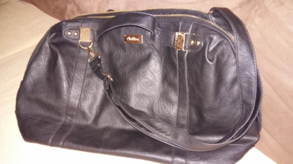 Elegancka czarna torba podróżna