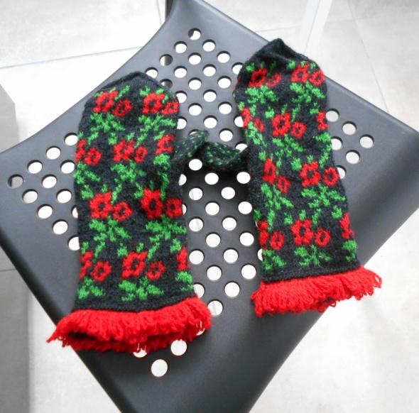 Asos wełniane rękawiczki zimowe wełna kwiaty hafty