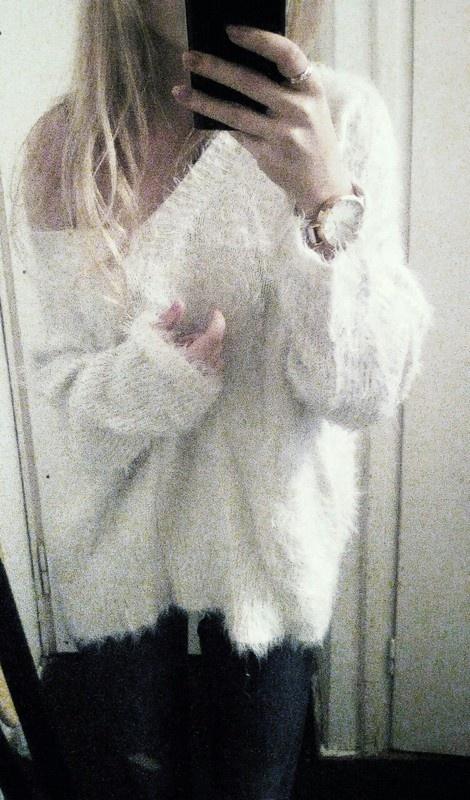 biały kudłaty sweter h&m