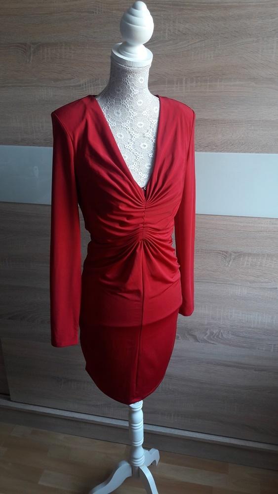 Czerwona sukienka dopasowana Bik Bok 36...