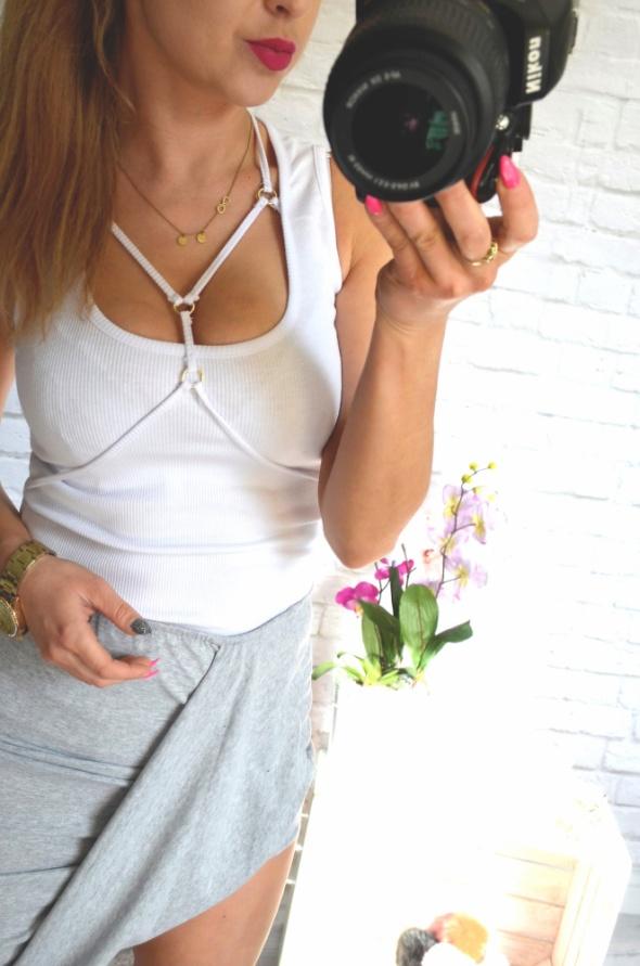 kolory bluzki prazki straps koszulka biel