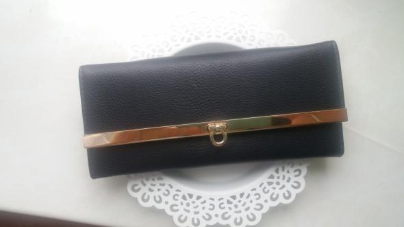 czarny elegancki portfel