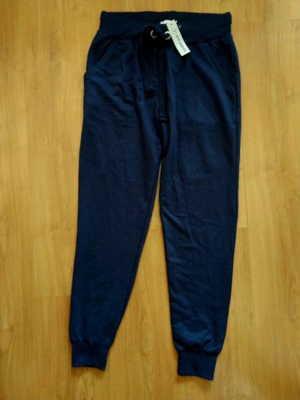 Nowe granatowe spodnie dresowe sportowe Rockberry