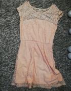 Sukienka pudrowa...