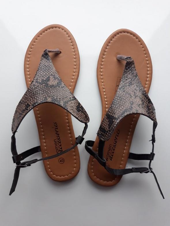 Nowe sandałki 40