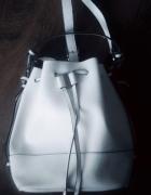 Biała torebka...