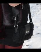 czarna torebka z futerka...