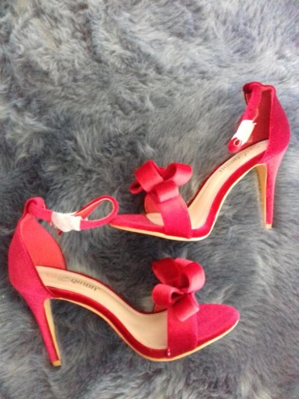 Sandały czerwone zamszowe kokardka