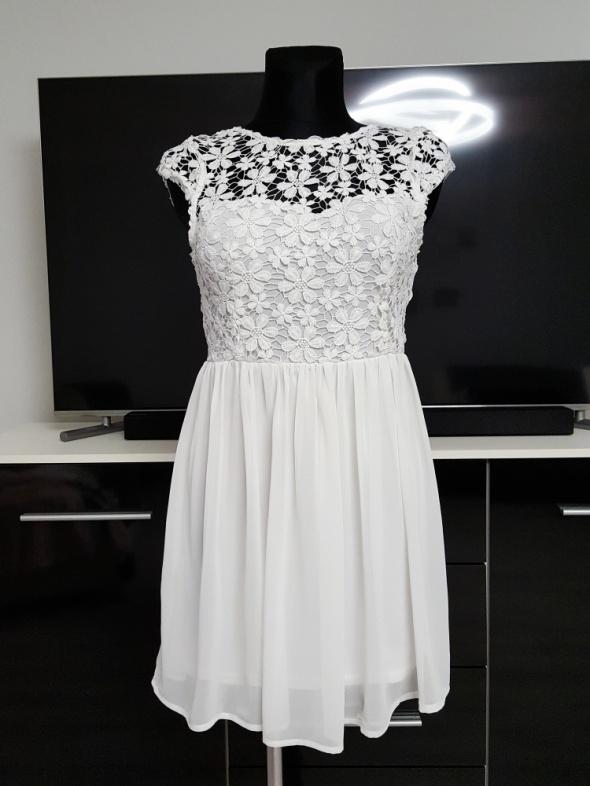 biała sukienka z koronką Lesara