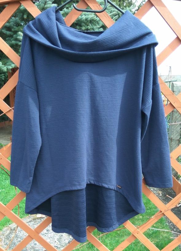 Granatowa asymetryczna bluza oversize z dużym kołnierzem