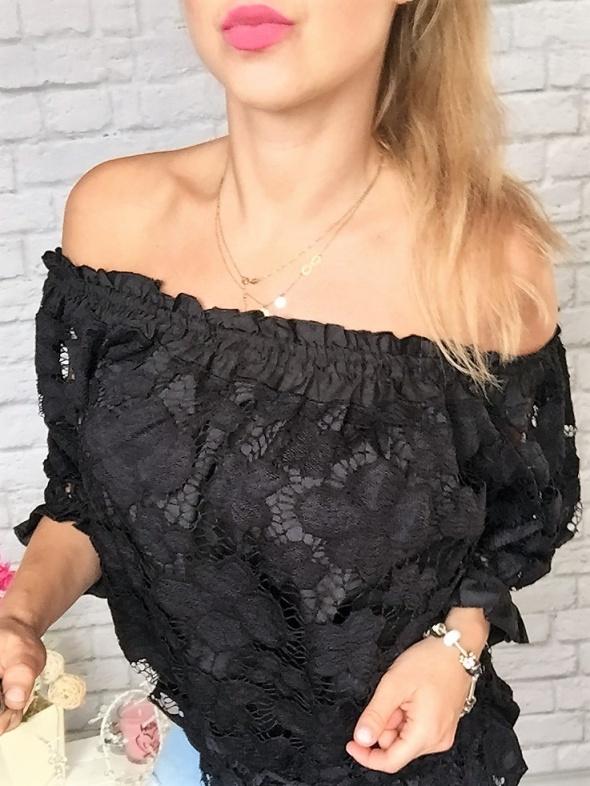 hiszpanka koronka czarna odkryte ramiona