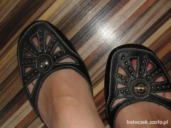 Sandałki z oczkiem