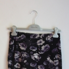 Ciemno fioletowa spódniczka w kwiaty