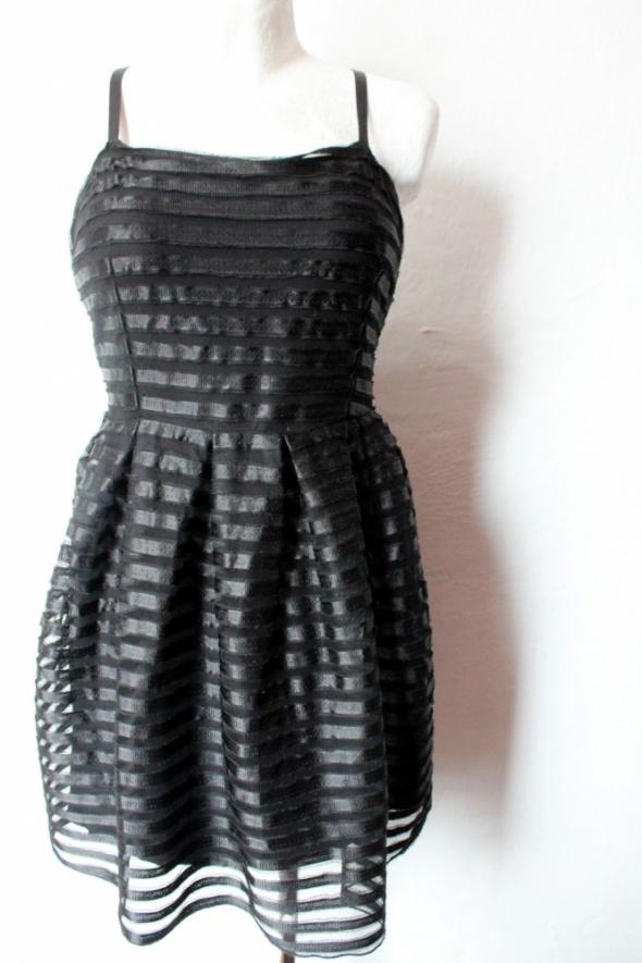 d57f8b6fba13 Czarna rozkloszowana sukienka r L w Suknie i sukienki - Szafa.pl