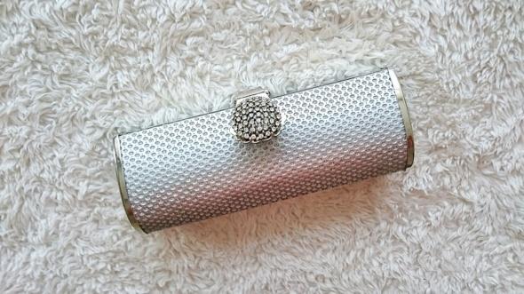 e3bc2b87d2dce mała elegancka srebrna kopertówka puzderko w Torebki wieczorowe ...