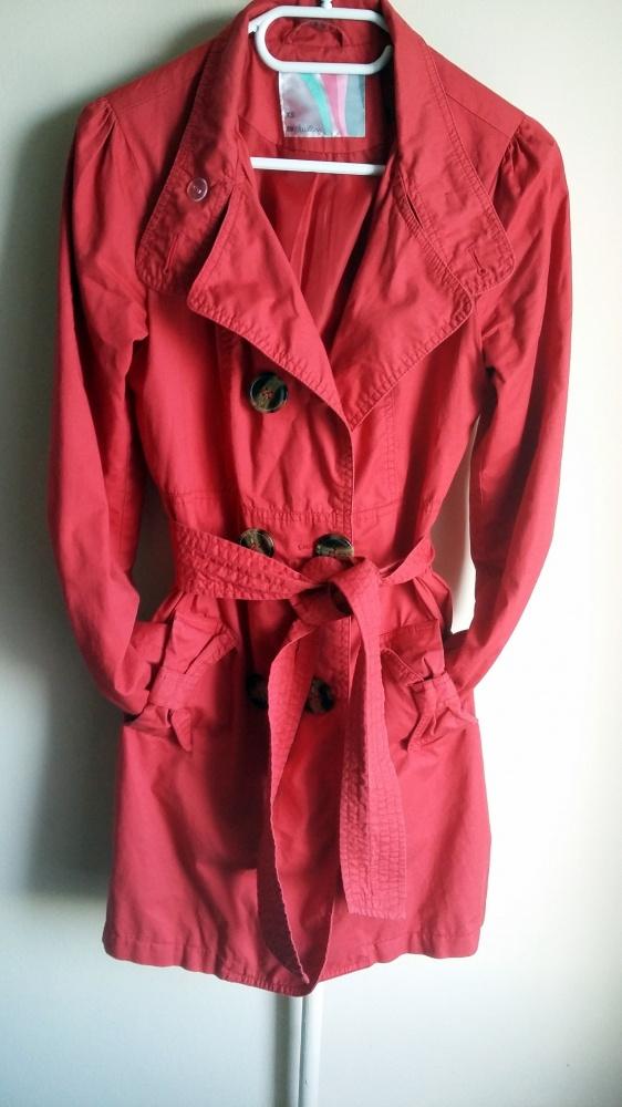 czerwony płaszcz z paskiem r XS 34