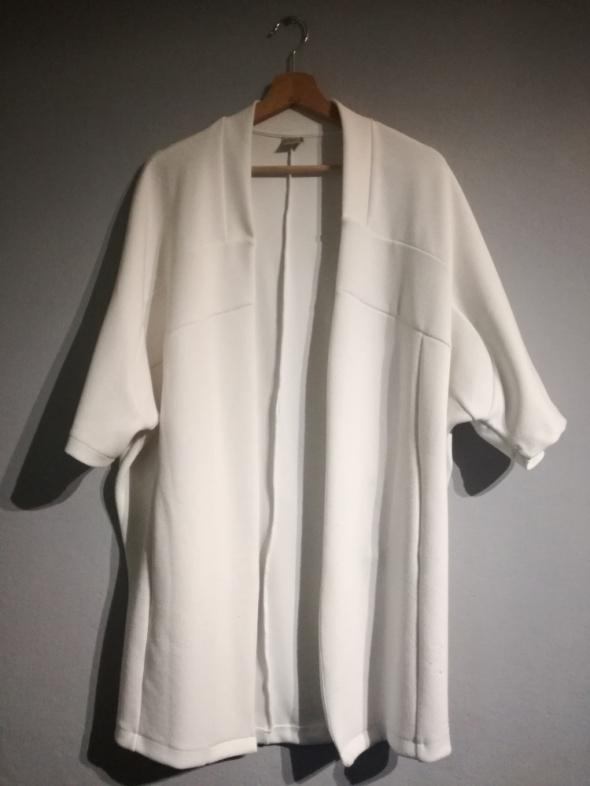 Biała narzutka Zara