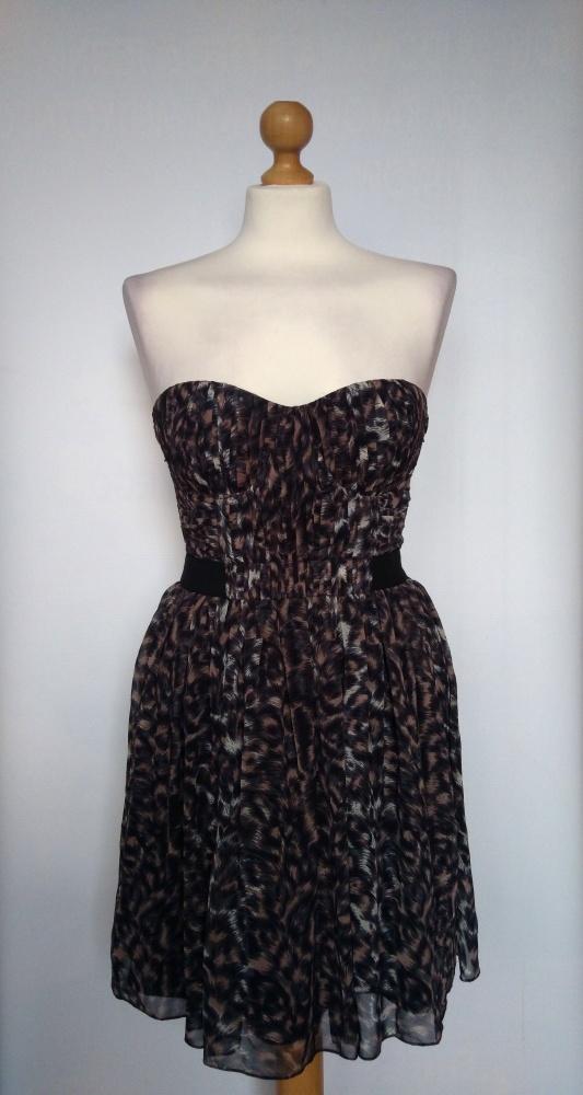 Rozkloszowana gorsetowa sukienka w panterkę LIPSY...