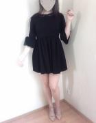 sukienka falbankowe rękawy...