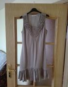 Zjawiskowa sukienka w kolorze beżu o luźnym kroju jak lata 20 R...