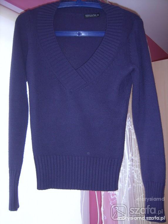 Fioletowy klasyczny sweterek Terranova