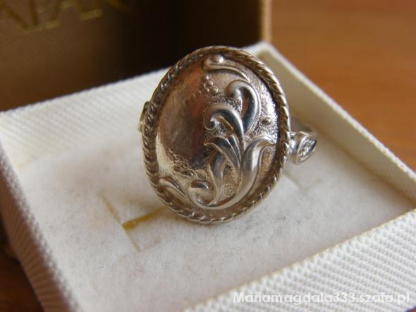 Piękny stary ze srebra