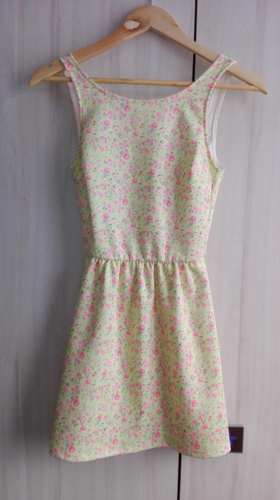 Letnia sukienka w kwiaty Bershka XS