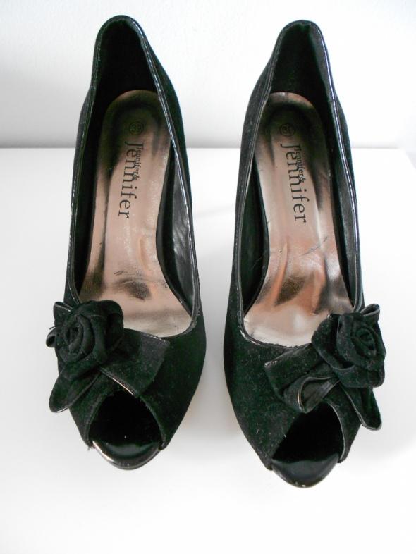 Eleganckie czarne szpilki z różą 39 CCC...