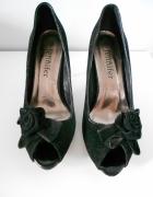 Eleganckie czarne szpilki z różą 39 CCC