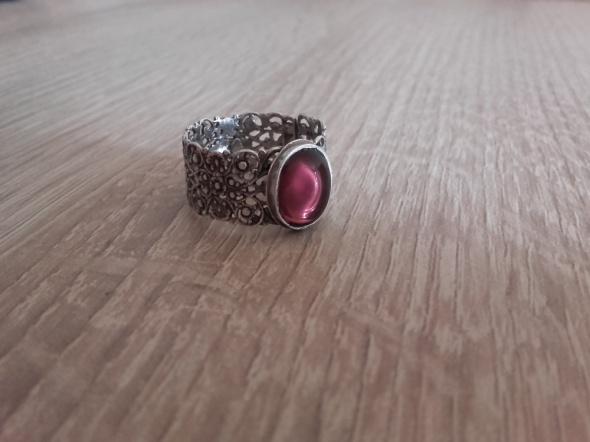 Aurorski ażurowy pierścionek obrączka z ametystowym okiem