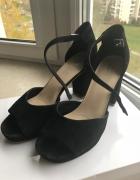 Skórzane sandałki czarne na słupku rozmiar 40