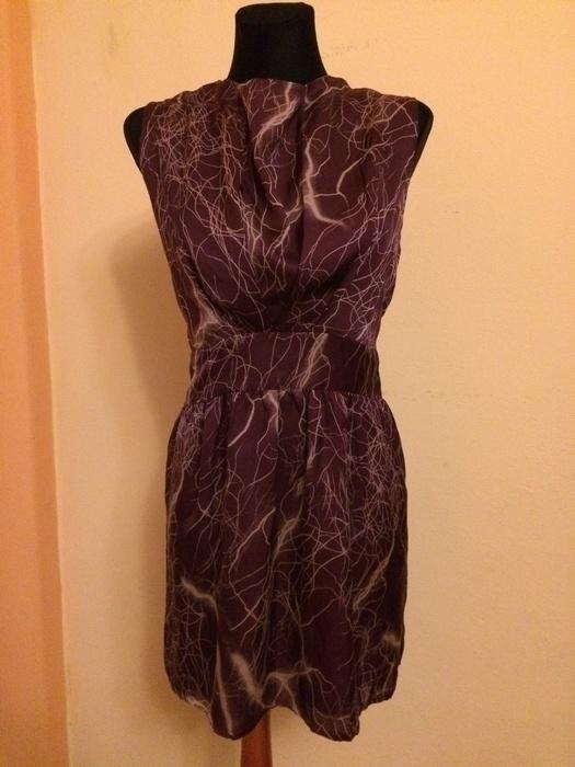 Śliczna bordowo fioletowa sukienka...