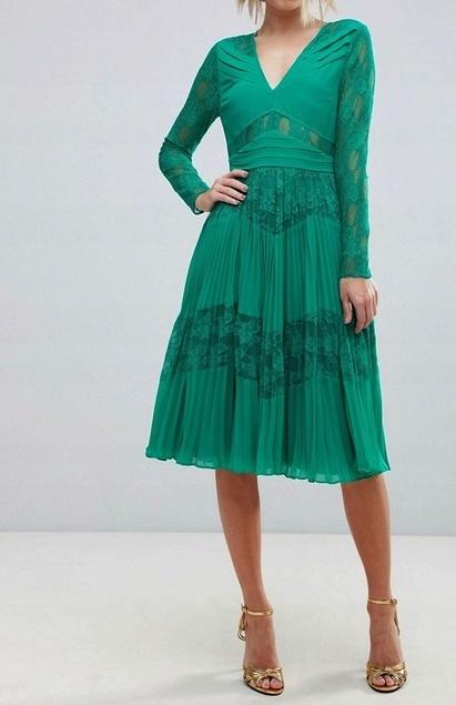 sukienka w pieknym zielonym kolorze...