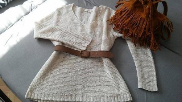 Sweter sweterek dłuższy jasny beż dekolt...