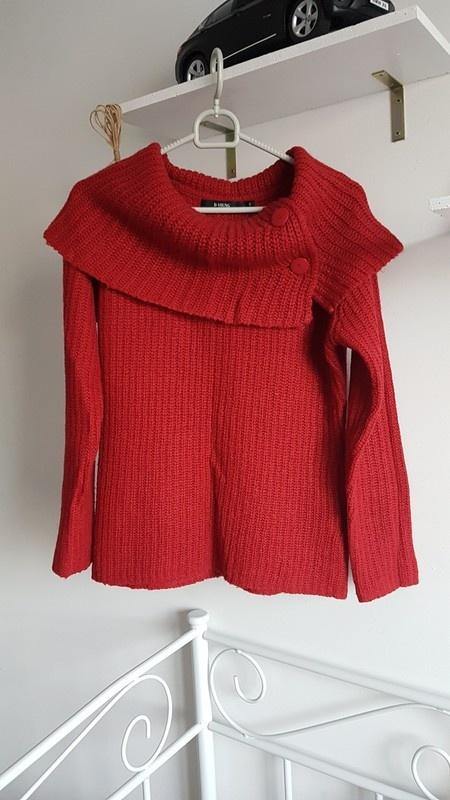 Czerwony sweter dziergany ciepły kołnierz...