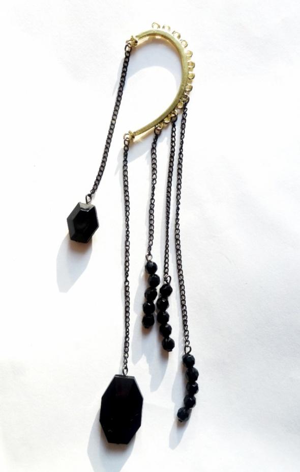 kolczyk nausznica złota czarne koraliki glam