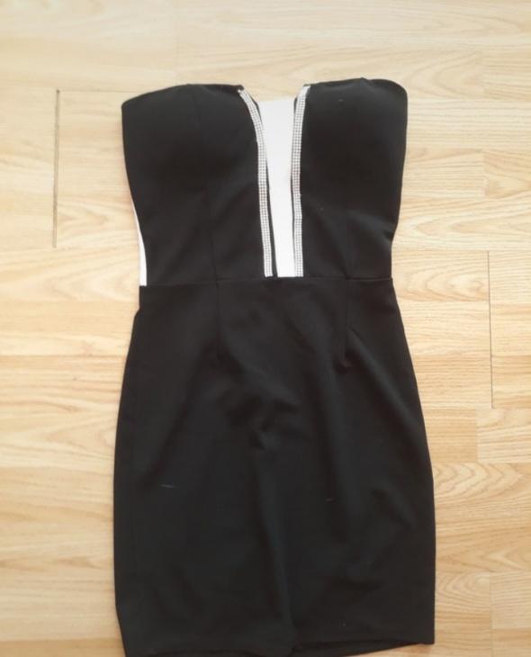 Sukienka czarna ozdoby...