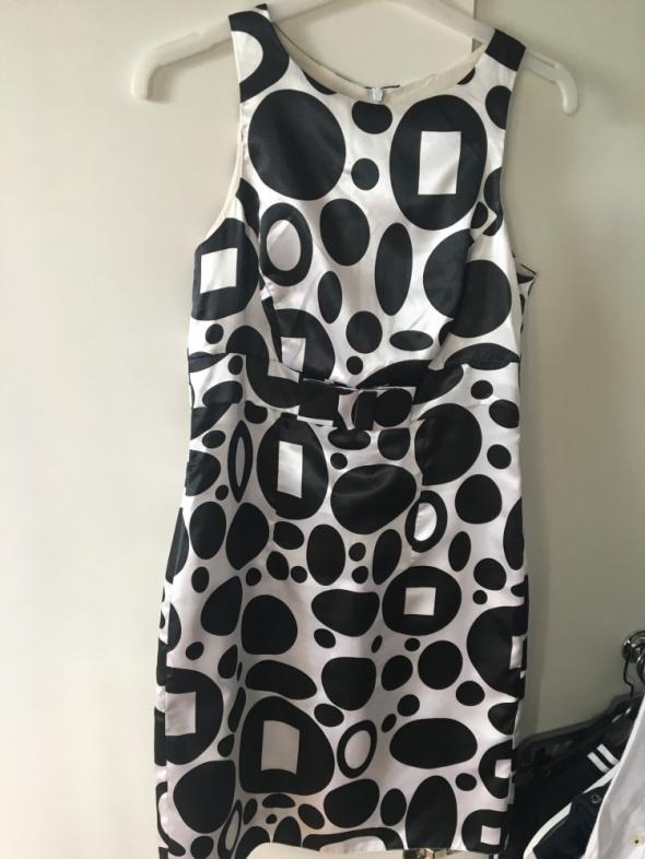 Sukienka biało czarna na każdą okazje...