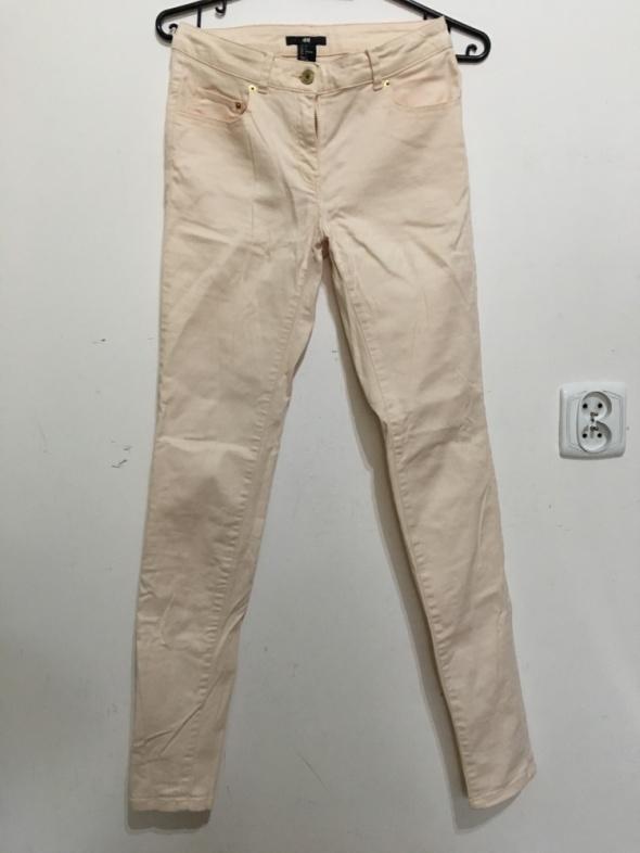 H and M brzoskwiniowe spodnie rurki