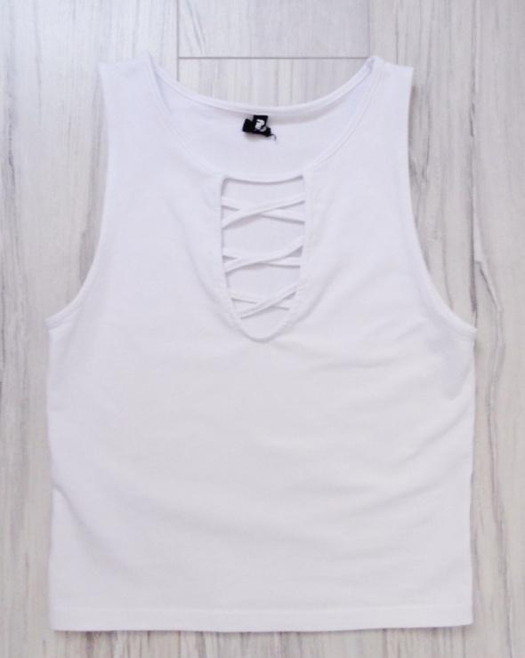 Biała elastyczna bluzka duży sznurowany dekolt paski Sinsay s m...