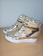 Sneakersy złote...